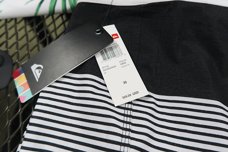 パラオWCTCの2階売り場の水着の値段