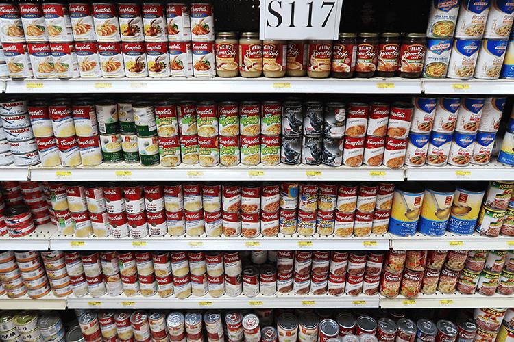 パラオWCTCの缶詰コーナー