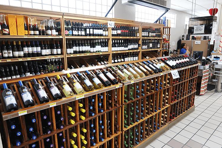 パラオWCTCのワインコーナー